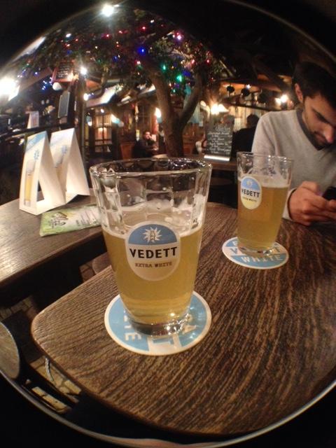 Vedett, uma das minhas belgas favoritas, por míseros 4 euros perto da escola <3